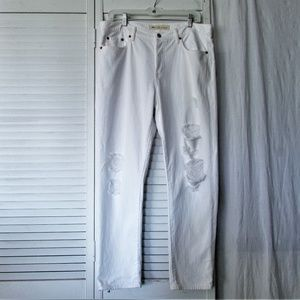 GAP white relaxed boyfriend distressed denim 30